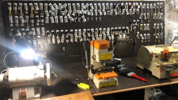 Услуги мастерских по изготовлению ключей
